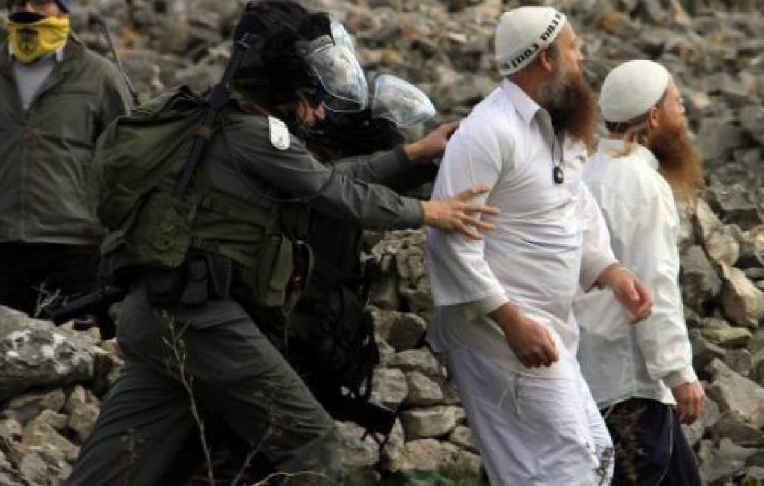 """مستوطنون """"إسرائيليون"""" يعتدون على رعاة أغنام جنوب الخليل"""