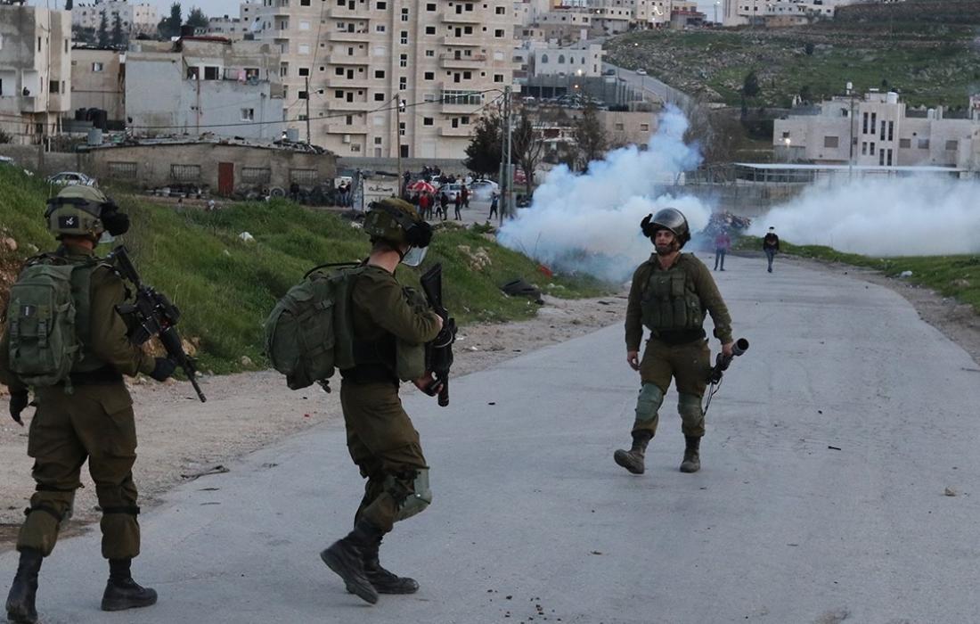 غاز قوات الاحتلال- اختناق- مواجهات.jpg