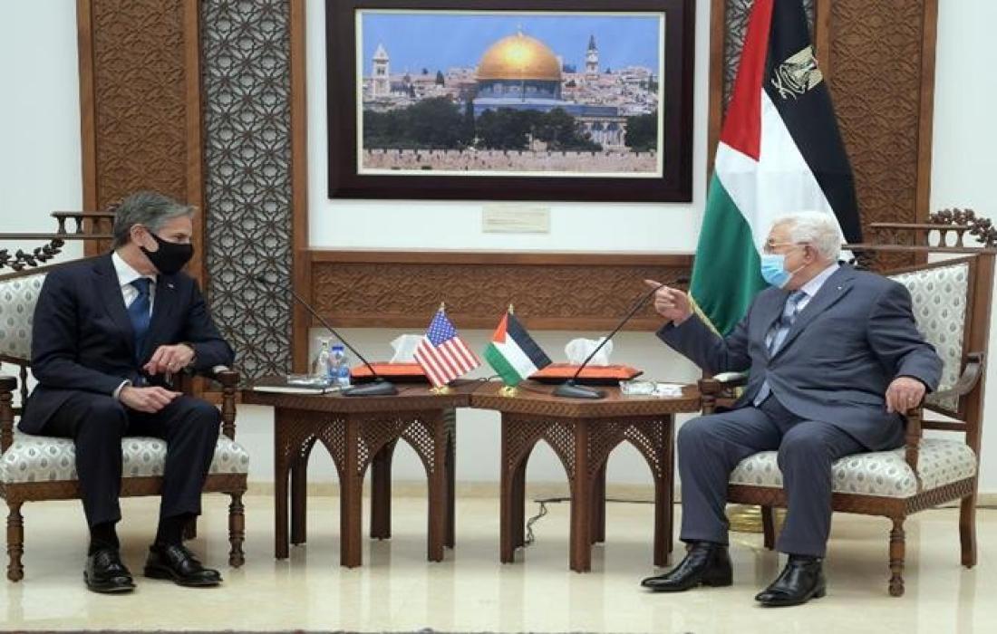 الرئيس عباس ووزير الخارجية الأمريكي.jpg