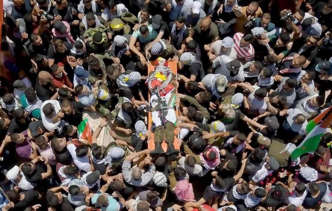 جماهير فلسطينية تشيع جثمان الشهيد فادي وشحة في رام الله
