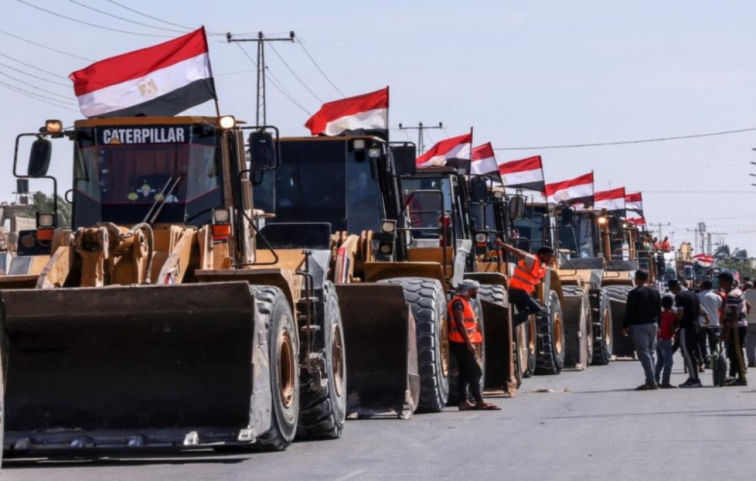 معدات مصرية في غزة.