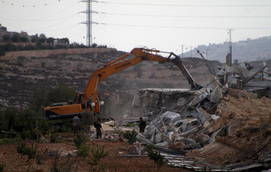 قوات الاحتلال تهدم منازل المواطنين