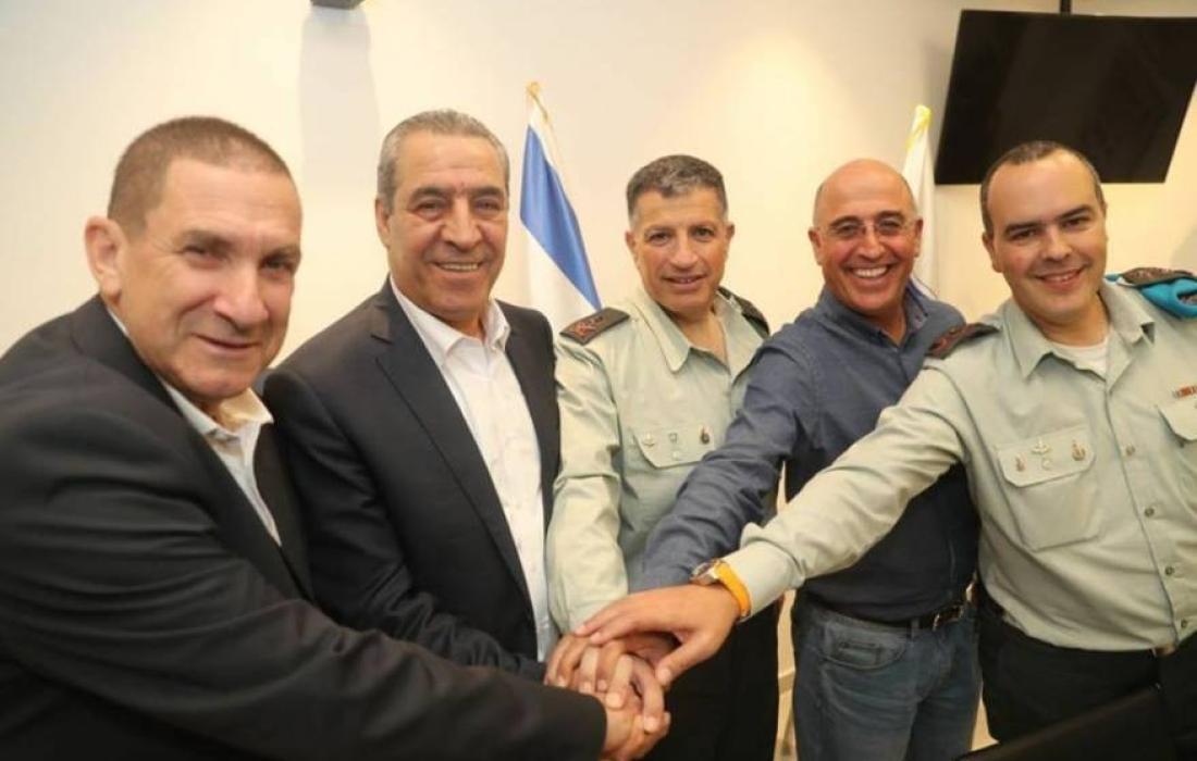 كلحون يجتمع مع حسين الشيخ وشكري بشارة لبحث طائرات غزة الحارقة