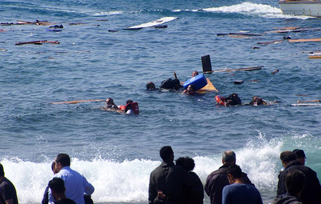 مصرع 73 مهاجرًا بغرق قاربهم قبالة سواحل ليبيا