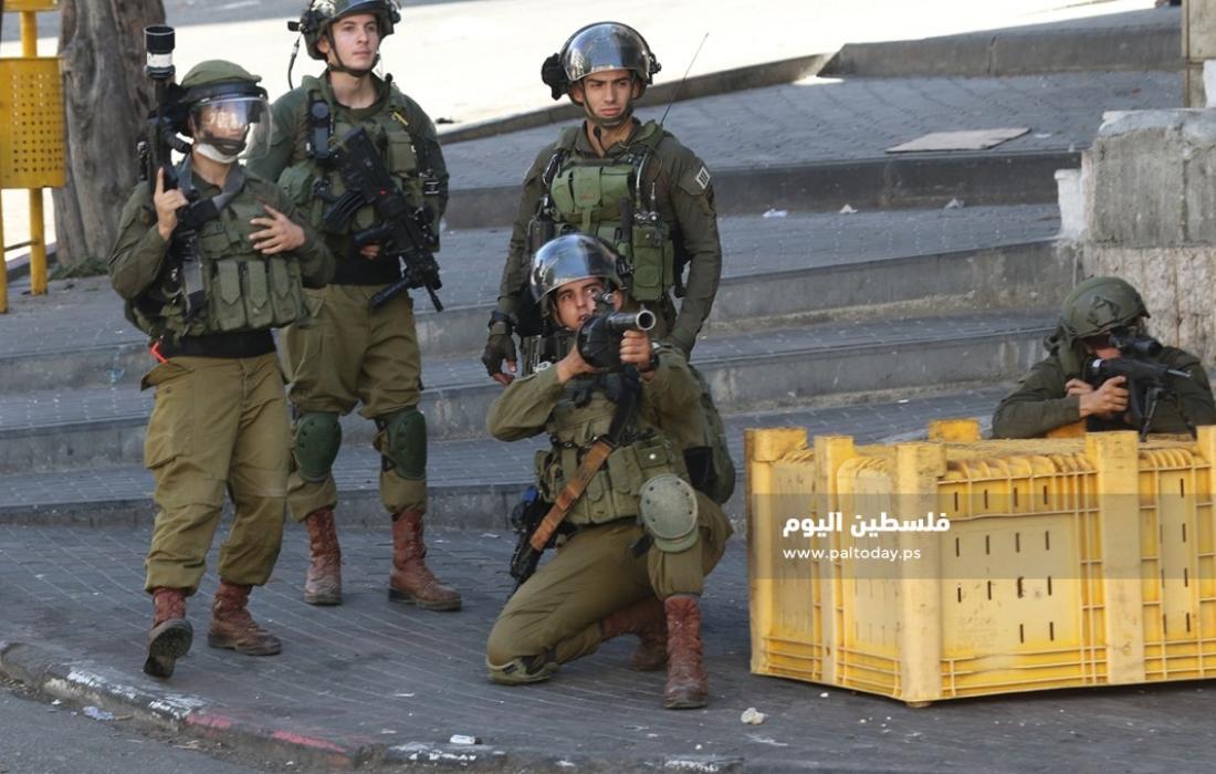 مواجهات بين الشبان وجنود الاحتلال في باب الزاوية وسط الخليل (5)