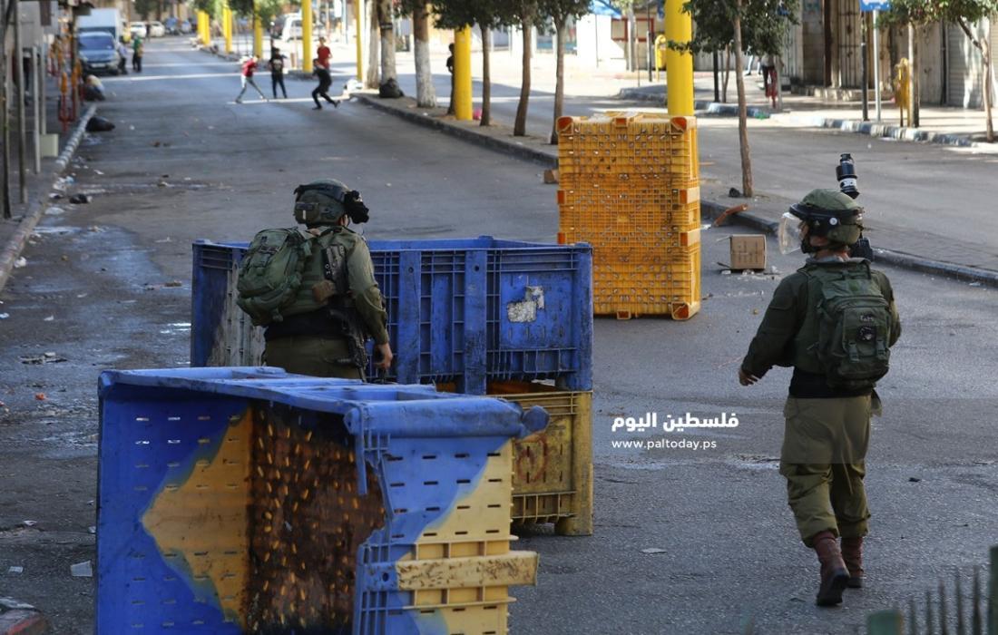 مواجهات بين الشبان وجنود الاحتلال في باب الزاوية وسط الخليل (2)