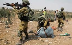 قوات الاحتلال تعتدي على المواطنين في طولكرم
