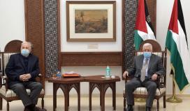 الرئيس عباس و حنا ناصر.