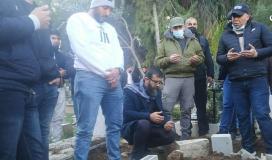 الشيخ عدنان خلال تشييع شهيد لقمة العيش.jpg