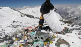 القمامة على قمة جبل ايفريست.jpg