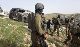 الاحتلال يخطر مواطنًا بوقف العمل في أرضه جنوب الخليل