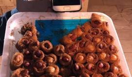 توزيع الحلوى على المواطنين بغزة فرحة بهروب نتنياهو مجددًا