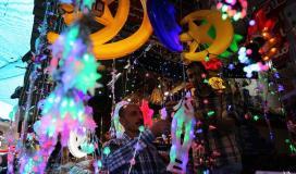 غزة تتزين بزينة وفوانيس شهر رمضان المبارك رغم الكساد والاوضاع الصعبة