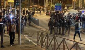 ملاحقة المقدسيين في القدس بعد صلاة التروايح.jpeg