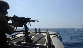 الاحتلال يستهدف زوارق الصيادين قبالة شاطئ غزة