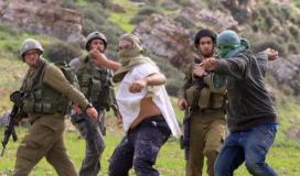 """مستوطنون """"إسرائيليون"""" يعتدون على مواطنين بالضفة ويخطون عبارات مسيئة للنبي"""