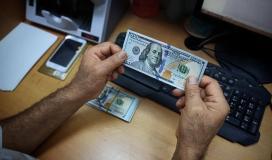 صور بدء صرف المنحة القطرية 100 دولار في قطاع غزة