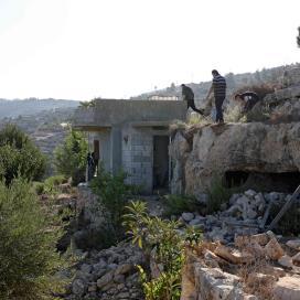 بالصور:مكان استشهاد الشبان الثلاثة في بيت عنان شمال غرب القدس