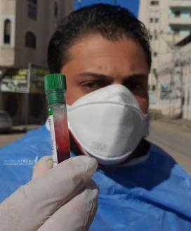 سحب عينات دم من المواطنين لفحص الاجسام المناعية لفيروس كورونا في غزة