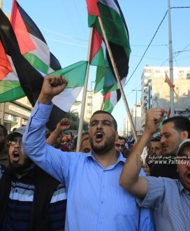 """بالصور: مسيرات جماهيرية تجوب شوارع مدينة غزة دعماً واسناداً للمقدسيين بالتزامن مع انطلاق """"مسيرة الأعلام"""" للمستوطنين في القدس المحتلة."""