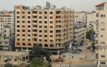بالصور:  تواصل أعمال إزالة برج الجوهرة المدمر وسط مدينة غزّة الذي تعرض للقصف الإسرائيلي خلال العدوان الأخير في مايو 2021