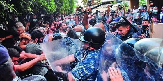 متظاهرون في لبنان.jpg