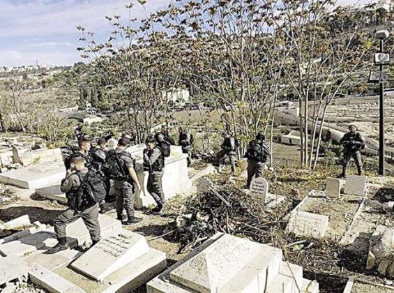 الاحتلال ينبش قبر طفلة حديثة الولادة في بيت أمر